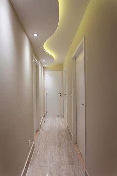 Apartamento Jundiaí: Corredores, halls e escadas modernos por Designer de Interiores e Paisagista Iara Kílaris