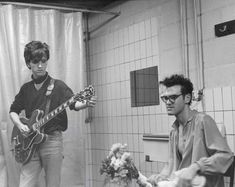 Johnny Marr and Morrissey of the Smiths in a bathroom before going onstage in Belgium in 1984 80s Music, Good Music, Music Icon, Sehun, 40 Years Ago Today, The Smiths Morrissey, Johnny Marr, Patti Smith, Charming Man