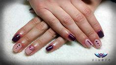 Ημινόνιμο βερνίκι σε συνδυασμό μοβ και nude με απλό nail art. #semipermanent #purple #nude #nail_art #manicure #nails #vivere #c_marso