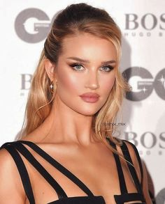 Make up inspiration Make up inspiration Related posts: Pageant and Prom Makeup Inspiration. Find more beautiful makeup looks with Pagea… Beautiful Makeup Beauty Make-up, Beauty Hacks, Hair Beauty, Wedding Makeup Tips, Bridal Makeup, Club Hairstyles, Wedding Hairstyles, Clubbing Hairstyles, Rosie Huntington Whiteley Makeup