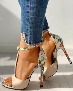 Lace Up Heels, Ankle Strap Heels, Strap Sandals, Shoes Heels, Heeled Sandals, Sandals Outfit, Platform Stiletto Heels, High Shoes, Peep Toe Platform