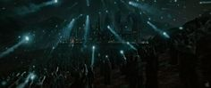 harry-potter-and-the-deathly-hallows-part-2-trailer-voldemort-attacks-hogwarts.jpg (1000×423)