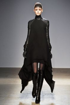 Gareth Pugh Fall 2010 Ready-to-Wear - Collection - Gallery - Style.com