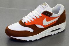 Nike Air Max 1 – Hazelnut/White-Safety Orange