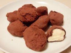 slagroomtruffels zijn erg makkelijk om zelf te maken maar zo lekker! Lees hier het recept. Op bakweek.nl staan nog veel meer zoete en hartige recepten.