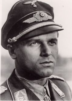 ✠ Hans Philipp (17 March 1917 - 8 October 1943) RK 22.10.1940 Oberleutnant Staffelkapitän 4./JG 54 24.08.1941 [33. EL] Oberleutnant Staffelkapitän 4./JG 54 12.03.1942 [8. Sw] Hauptmann Kdr I./JG 54