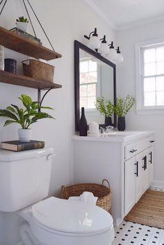 39 Pure and White Bathroom Decor to Make your Small Bathroom Looks Spacious - Home Decor Design Rustic Master Bathroom, Modern Farmhouse Bathroom, Rustic Bathrooms, Farmhouse Ideas, Rustic Farmhouse, White Bathrooms, Master Bathrooms, Small Bathrooms, Farmhouse Style