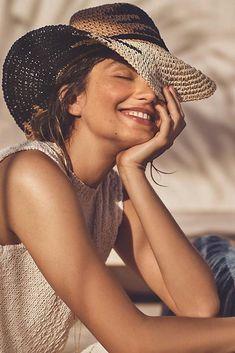 New Womens Smile Photography Portraits Ideas Happy Photography, Photography Women, Amazing Photography, Beach Photography Poses, Photography Magazine, Beach Portraits, Photography Portraits, Photography Portfolio, Happy Women