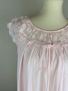 Pink Lace Collar Babydoll Nightgown by Gilead Size Large Night Wear Dress, Night Dress For Women, Cotton Nighties, Cotton Gowns, Fancy Blouse Designs, Dress Neck Designs, Casual Wedding Attire, Nightgown Pattern, Bridal Nightgown