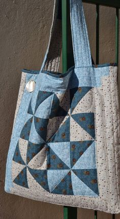 Banana Bag Pattern by Joan Hawley of Lazy Girl DesignsPatchwork Bag, could use some of the stitcheries Quilted Tote Bags, Denim Tote Bags, Crazy Patchwork, Patchwork Bags, Patchwork Designs, Bag Pattern Free, Tote Pattern, Fabric Bags, Handmade Bags