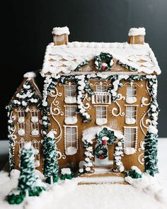 Beautiful Christmas Cookie House Ideas - Blush and Pine Creative Amazing Christmas gingerbread house ideas. Decorate gingerbread houses for Christmas this year or look at the pictures for decorating inspiration. Christmas Gingerbread House, Noel Christmas, Merry Little Christmas, All Things Christmas, Winter Christmas, Christmas Cookies, Christmas Crafts, Christmas Decorations, Xmas
