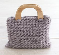crochet purse. Link to free pattern from lionbrand.