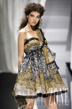 Zuhair Murad - Couture - Fall-winter 2007-2008 - http://www.flip-zone.net/fashion/couture-1/fashion-houses/zuhair-murad,187