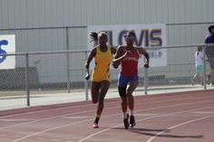 Hannah running to win her signature 4hunnid race.