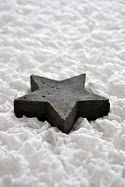 black star white snow