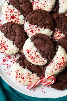 White Chocolate Dipped Peppermint Chocolate Cookies – Cooking Classy White Chocolate Dipped Peppermint Chocolate Cookies More from my site Peppermint Bark Pretzel Bites White Chocolate Peppermint Cookies – Foodtastic Mom Peppermint Bark Pretzel Bites Chocolate Peppermint Cookies, Chocolate Cookie Recipes, Chocolate Chocolate, Decadent Chocolate, Baking Chocolate, Chocolate Dipped Cookies, Pepermint Cookies, Raspberry Chocolate, Food Cakes