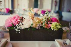 The wood really makes this centerpiece pop! #colormebeautiful #cdfinspiration