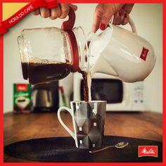 Combinações que fazem o dia ficar ainda melhor: o clássico café com leite <3 Quem aí é apaixonado por ele?