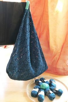 Large shopping bag in origami style, crocheted from Catania denim by Schache . Large shopping bag in origami style, crocheted from Catania denim by Schachenmayr. Owl Patterns, Knitting Patterns, Origami, Patterned Socks, Moda Emo, Textiles, Knitted Bags, Shopping, Ideas