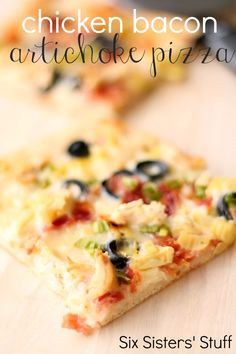 This Chicken Bacon Artichoke Pizza is so easy to make and tastes so good! #sixsistersstuff