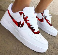 30 beautiful Nike shoes and nekars - fashion and travel loggers - Fashion - shoes Jordan Shoes Girls, Girls Shoes, Souliers Nike, Nike Shoes Air Force, Cute Sneakers, Shoes Sneakers, Green Sneakers, Sneakers Adidas, Girls Sneakers