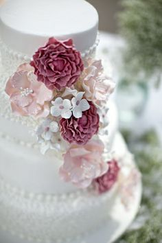 Beautiful wedding cake with cascading pink flowers and pearls.  So pretty.  Nice detail.    ᘡղbᘡ
