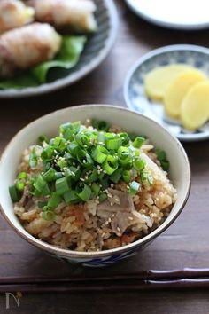 寒い季節にこそ食べたい炊き込みご飯。具材や味付けで、そのバリエーションは無限大です。今回は、また作ってほしい♡と喜ばれそうな激うまレシピをピックアップしました。 Chicken Basil Pasta, Chicken Pasta Recipes, Easy Cooking, Cooking Recipes, Rice Cooker Recipes, Asian Recipes, Ethnic Recipes, How To Cook Rice, Recipes From Heaven
