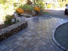 Patio paver designs are various. The pavers of your patio can be a great way for having complete elements in the patio for enjoying. Paver Walkway, Brick Pavers, Walkways, Grey Pavers, Driveway Pavers, Flagstone Patio, Wood Patio, Driveways, Outdoor Patio Designs