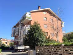 Vendesi appartamento a Rivoli. Ultimo piano bilivello finemente ristrutturato. 130 mq con doppi servizi e terrazzino.