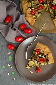 Vegan quiche with summer veggies and tofu turmeric cream_unavegetarianaincucina.it