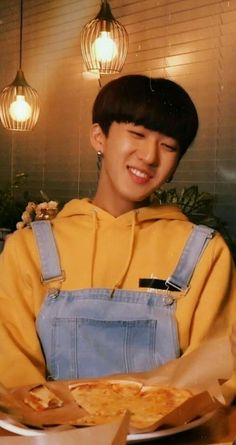 Changbin reminds me a lot of Yugyeom and even the outfit is almost the same when . Yugyeom, Got7, Rapper, Lee Min Ho, Tom Holland, K Pop, Sung Lee, Looks Dark, Believe