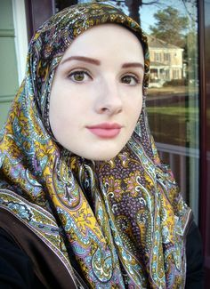 her EYES ! so beautiful = her hijab