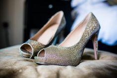 #sparkly #wedding #shoes by www.alexapoppeweddingphotography.com