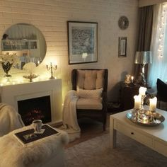 Sade saapui tuulen saattelemana. Onneksi takka, kynttilät ja Karibian aurinko mukissa lämmittävät  Nauti illastasi! Enjoy your evening! #kotoilu #tunnelmointi #kynttilät #sähkötakka #sisustus #olohuone #hygge #livingroomdetails #livingroom #livingroomdecor #cozyevening #cozyhome #cozyfeelings #instahome #interior4inspo #interior4you #interior4all #interiorandhome #eleganceroom #home_desing68 #homeinspiration #myhomestyle #vardagsrum #myhome #autum