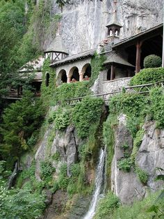 St. Beattus' Caves - by boat from Interlaken