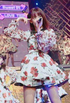 宮脇咲良! Japanese Mythology, Sakura Miyawaki, Japanese Girl Group, Fashion Books, Korean Girl Groups, Cherry Blossom, My Idol, Asian Girl, Beautiful People