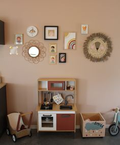 "Styling voor baby- men peutergroep ""De Tulpjes"" van Kinderdagverblijf Zoete lieve Gerritje. Gallery Wall, Frame, Home Decor, Art, Style, Picture Frame, Art Background, Swag, Decoration Home"
