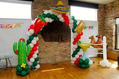 Love this festive arch by Rosielloons!