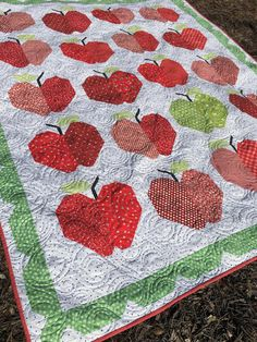 Pieced Lap Quilt Throw Pattern to Make in a Variety of Different Ways Quilting Tutorials, Quilting Projects, Quilting Tips, Quilting Designs, Sewing Projects, Easy Quilts, Small Quilts, Mini Quilts, Crumb Quilt