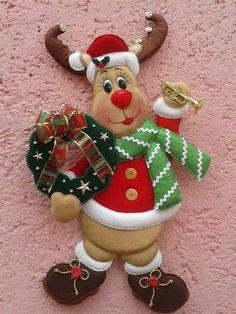 Several Christmas patterns -- Photo Christmas Clay, Christmas Mood, Christmas Crafts, Holiday, Christmas Patterns, Felt Christmas Decorations, Xmas Ornaments, Christmas Stockings, Felt Crafts