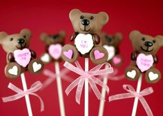Crazy adorable! Valentine's Day Teddy Bear Cake Pops + 24 other Valentine treats with hearts