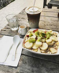 This breakfast in Chiang rai is ����too pretty not to take a pic . . . #chiangrai #thailand #asia #northernthailand #latte #dailycoffee #yogurt #eathealthy #freshfruit #eatcolorful #travel #breakfast #mercyhostel http://tipsrazzi.com/ipost/1507653050432440827/?code=BTsQnYjj0n7