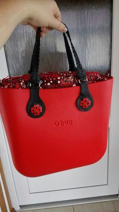 Red... ❄🌷 Satchel Purse, Clutch Purse, Tote Bag, Fashion Handbags, Fashion Bags, My Bags, Purses And Bags, Pandora Bag, Goodie Bags