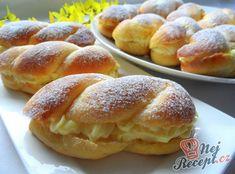 Unforgettable yeast rolls with vanilla cream Potato Recipes, Lunch Recipes, Fall Recipes, Sweet Recipes, Ground Beef Casserole, Yeast Rolls, Pudding Desserts, Hamburger Recipes, Vanilla Cream