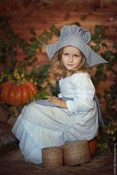 Купить или заказать Костюм Золушки 2 в интернет-магазине на Ярмарке Мастеров. Любимый сказочный персонаж для девочек. Подходит для проведения тематической фотосессии, участия в празднике, карнавале. Можно использовать для постановки сказки. В костюм входят рубашка, юбка, сарафан, чапец, фартук.