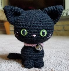 Adorable Crochet Kitties - woolpatterns - Adorable Crochet Kitties Itty Little Simple Kitty Free Crochet Pattern This tiny kitty is easy to make. Black one will make a cute Halloween decor and you can certainly try other colors as well. Crochet Cat Pattern, Crochet Animal Patterns, Stuffed Animal Patterns, Crochet Patterns Amigurumi, Crochet Animals, Crochet Dolls, Halloween Crochet Patterns, Chat Crochet, Crochet For Kids