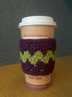 Ravelry: Granny Stripe Cup Sleeve pattern by Samantha Moore Crochet Coffee Cozy, Coffee Cup Cozy, Crochet Cozy, Crochet Gifts, Crochet Hooks, Free Crochet, Crochet Granny, Coffee Cups, Coffee Cup Sleeves