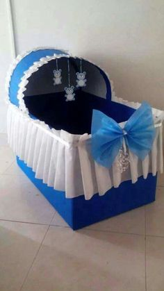 Are you in search of baby shower decoration ideas? We have gathered 25 DIY baby shower decorations to make your job easier. Regalo Baby Shower, Idee Baby Shower, Bebe Shower, Baby Shower Parties, Baby Shower Themes, Baby Boy Shower, Baby Shower Gifts, Baby Gifts, Shower Ideas