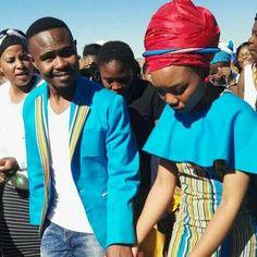 Venda tradition wedding Zulu Traditional Wedding Dresses, Traditional Dresses Designs, Traditional Outfits, African Print Fashion, Fashion Prints, African Prints, White Gowns, White Dress, African Dress