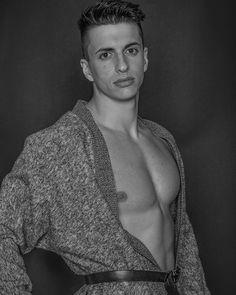 WildBeauty® #model#portrait#portraitphotography#retrato#beauty#male#malemodel#photoshoot#photography#photographer#bw#blackandwhite#muscle#fitness#fitnessboy#fitnessmodel#nikon#elinchrom#sigma#boatarde#buenastardes#studiophotography http://tipsrazzi.com/ipost/1506106906178137702/?code=BTmxEBggq5m